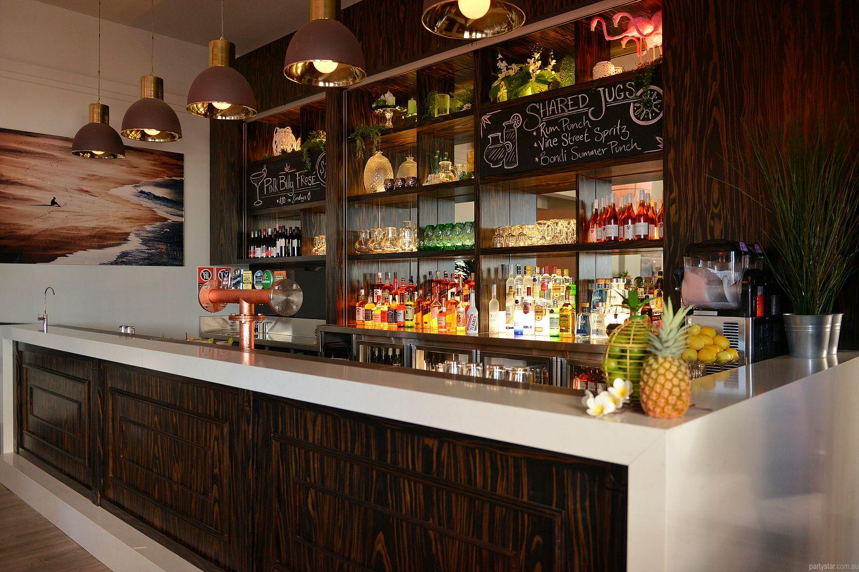 Hotel Bondi (Curlewis Bar) in Bondi Beach, Sydney - function