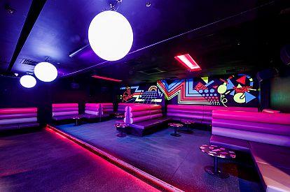 Function venue Retro's Cocktail Lounge